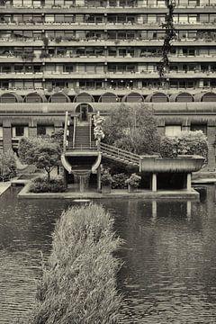 Foto van de binnenplaats in de Barbican sur Dennis Morshuis