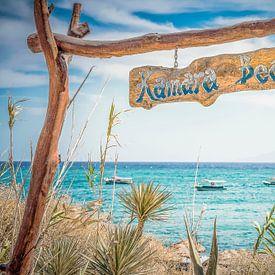Ingang Kamara beach in Griekenland van Tonny Visser-Vink