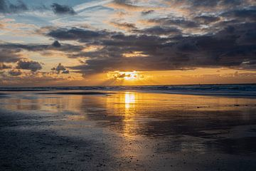 Sonnenuntergang am Strand von Vlieland von Ingrid Aanen
