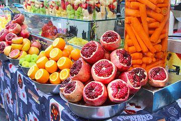 Carmelmarkt (Souk) Tel Aviv van Inge Hogenbijl