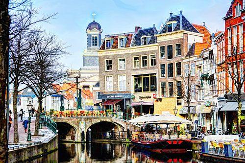 Nieuwe Rijn met op de achtergrond de Hartebrugkerk Leiden Nederland