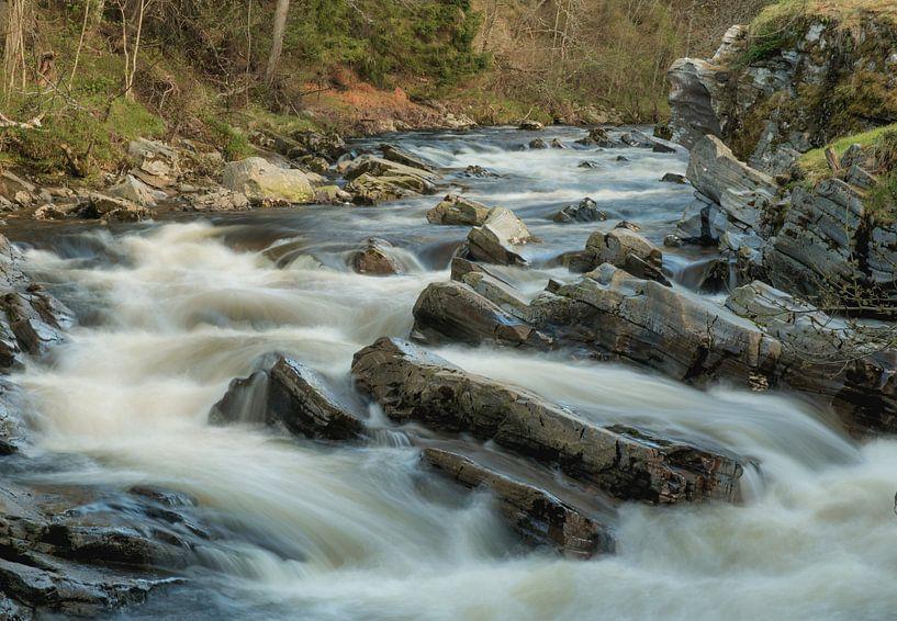 Stromend water bij lange sluitertijd. van simone opdam