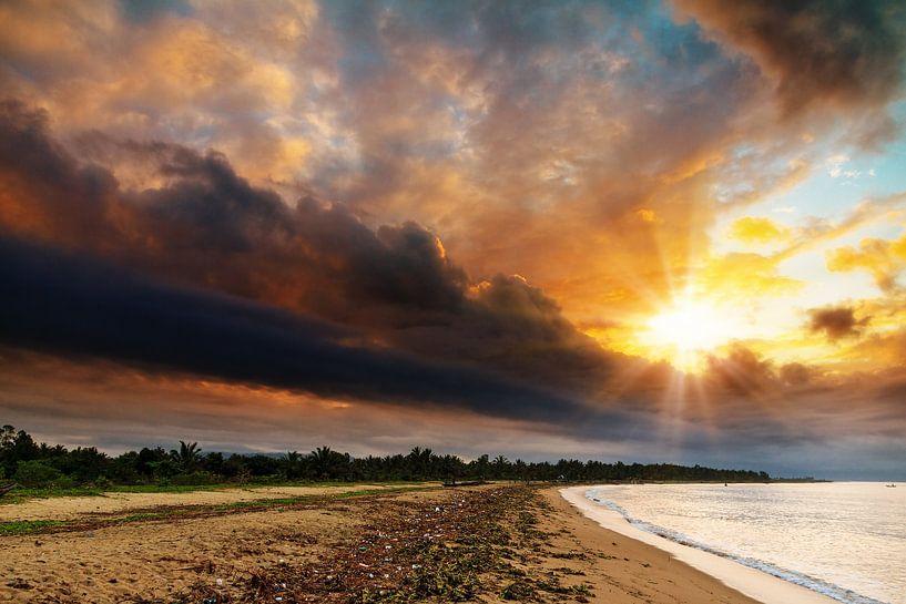 Dramatische zonsopkomst Madagaskar van Dennis van de Water