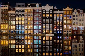 Damrak Amsterdam la nuit sur Thea.Photo