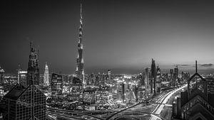 De Dubai Skyline (Black & White) van Dennis Wierenga