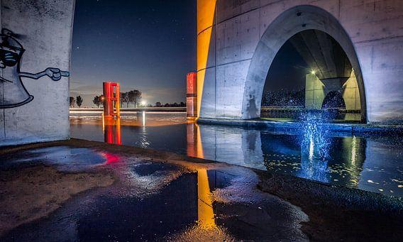 Nachtopname onder de brug van Eibersburen Lutjegast van Martijn van Dellen