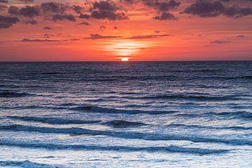 Zonsondergang in de zee von Sasja van der Grinten