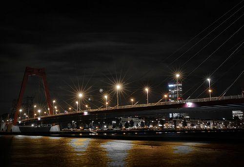 Lampen op de Willemsbrug van