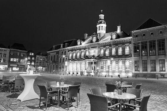 De Markt van Roermond in de avond