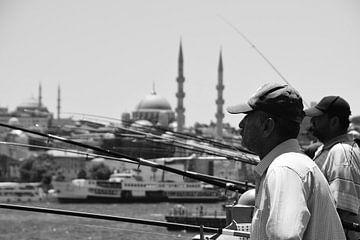 Fischen in Istanbul von Renzo de Jonge