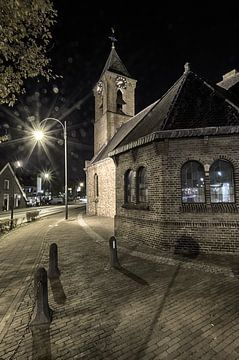 Kerkje in het donker van Mark Bolijn