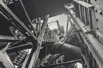 Treppe zum Hochofen - Landschaftspark Duisburg Nord - Stahlwerk, Zeche und Hochofen im Ruhrgebiet von Jakob Baranowski - Off World Jack