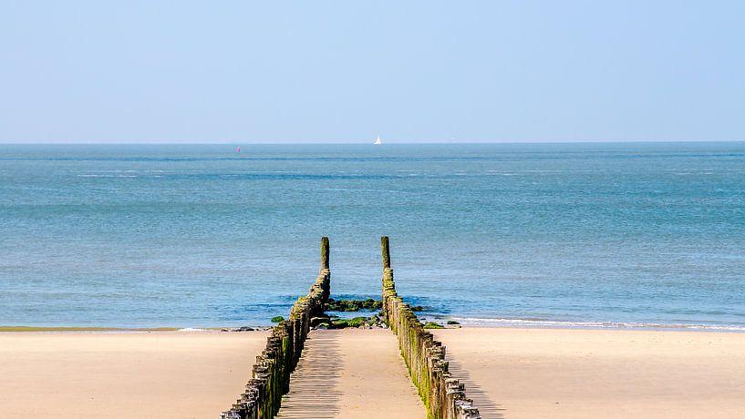 Zomer in Zeeland, palenrij op het strand van Westkapelle (panorama) van Fotografie Jeronimo