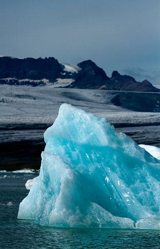 Blauw ijsstuk. van