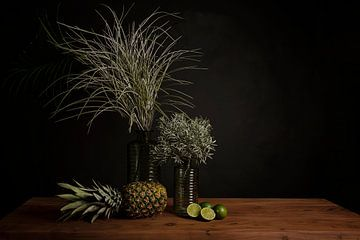 Stilleben: Ananas und Limetten von Coby Bergsma