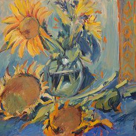 Zonnebloemen vers en uitgebloeid met vaas van Nop Briex