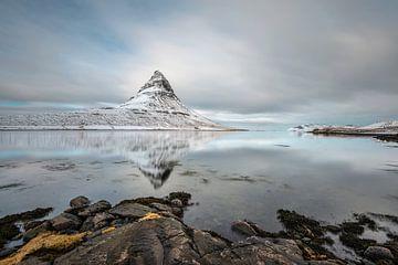 De iconische berg Kirkjufell in IJsland van Gerry van Roosmalen