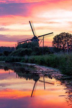 Gekleurde lucht bij de windmolen van Stephan Neven