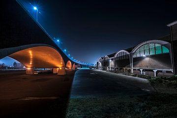 Under the bridge von Robert Broeke
