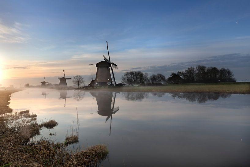 The canal to the sunrise van Costas Ganasos