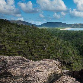 Hinchenbrook Island Baai Oostkust Australië van Tessa Louwerens