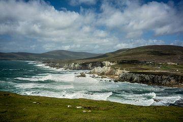 De kliffen van  Achill Island, Ierland van Bo Scheeringa Photography
