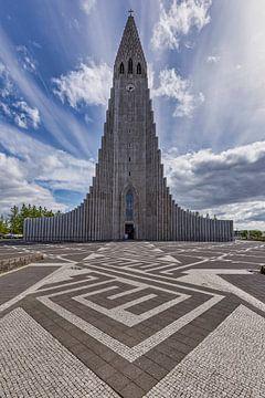Hallgrímskirkja in Reykjavik van Easycopters