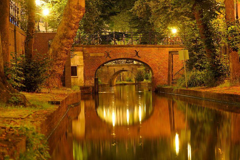 Nieuwegracht in Utrecht mit Brigittenbrug und Paulusbrug von Donker Utrecht