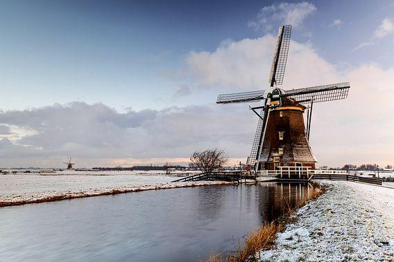 Molen Aarlanderveen in een besneeuwd landschap