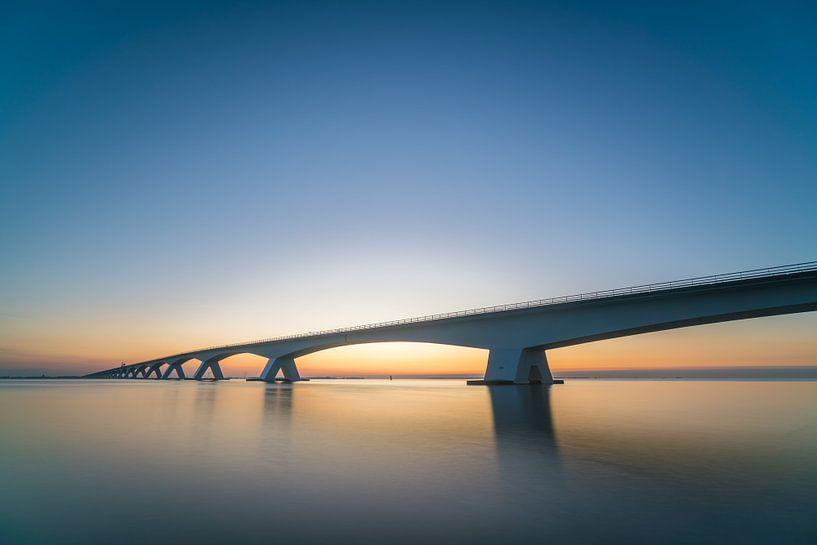 Zonsopgang Zeelandbrug van Roelof Nijholt