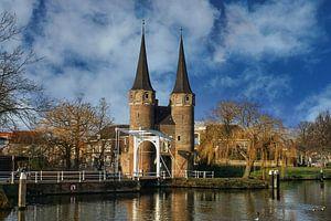 De Oostpoort in Delft in een schilderachtig decor