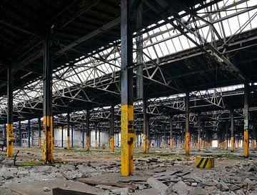leerstehende verlassene Fabrikhalle von Heiko Kueverling