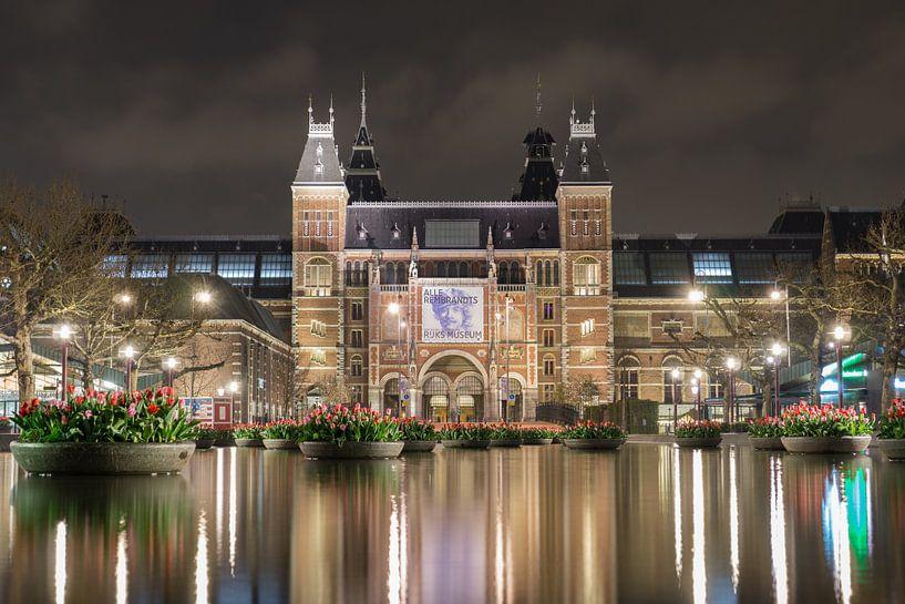 Het Rijksmuseum bij nacht van Niels Maljaars