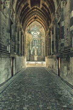 Sous la tour Dom ou Dom d'Utrecht avec vue sur la Domplein. sur De Utrechtse Grachten