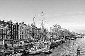 De Amstel in Amsterdam richting de Blauwbrug.