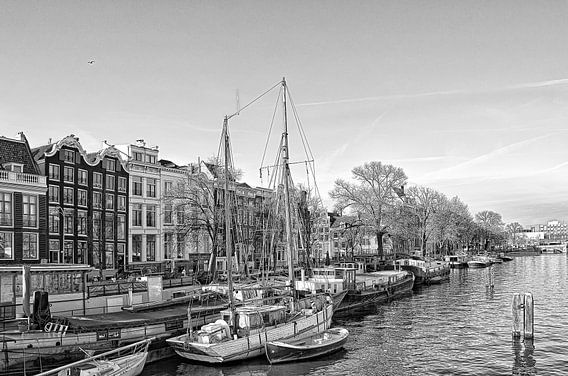 De Amstel in Amsterdam richting de Blauwbrug. van Don Fonzarelli