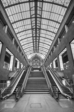 Architecture dans le hall de la gare d'Anvers sur Mark Bolijn