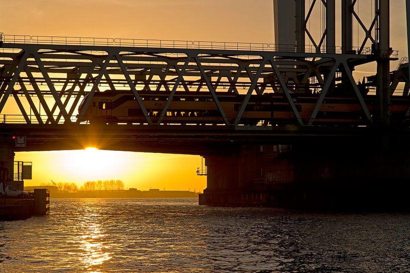 Zonsondergang Hefbrug Dordrecht van Anton de Zeeuw
