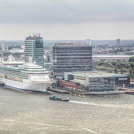Uitzicht op haven Amsterdam met Bimhuis von John Kreukniet