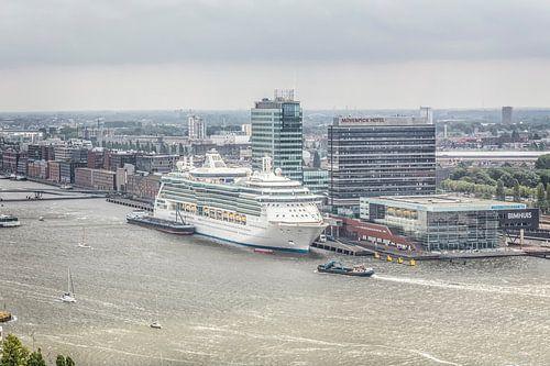 Uitzicht op haven Amsterdam met Bimhuis van