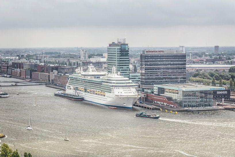 Uitzicht op haven Amsterdam met Bimhuis van John Kreukniet