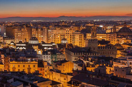 Valencia stad na zonsondergang