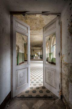 Krankenhaus-Türen von Perry Wiertz
