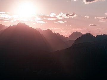 Die Dolomiten tauchen ein ins Sonnenlicht von Thomas Weber