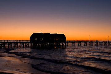 Het laatste licht  over de pier van Busselton, Zuid West Australie van Dirk Huijssoon