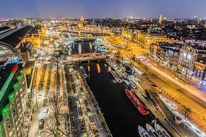 Avond valt in centrum Amsterdam