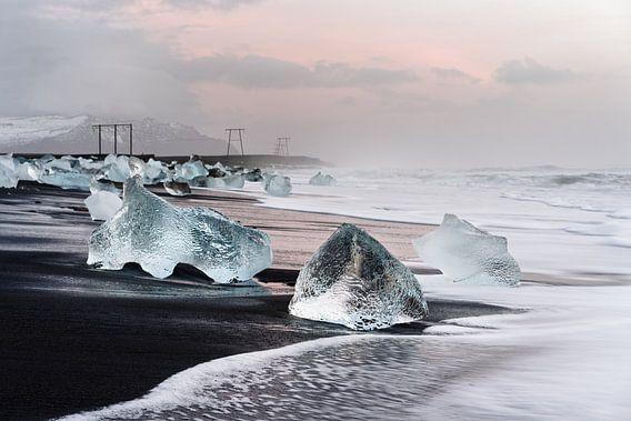 Morgenlicht am schwarzen Eisstrand in Island