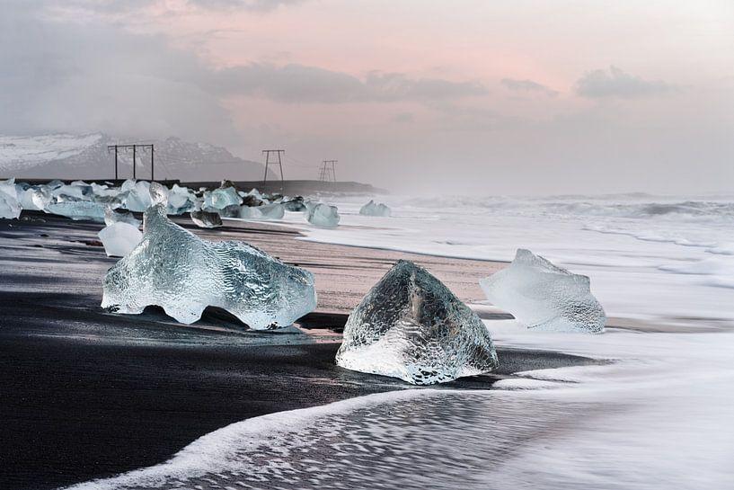 Morgenlicht am schwarzen Eisstrand in Island von Ralf Lehmann