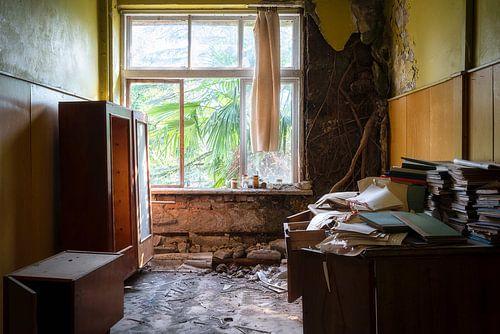 Kamer in Verlaten School. van Roman Robroek