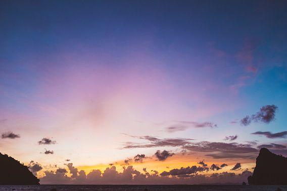 Zonsondergang op Koh Phi Phi van Mark Verlijsdonk